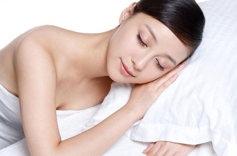 Ngủ nude giúp ngăn ngừa lão hóa