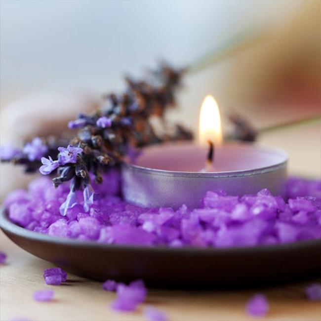 Ngửi hoa oải hương hoặc bạch đàn