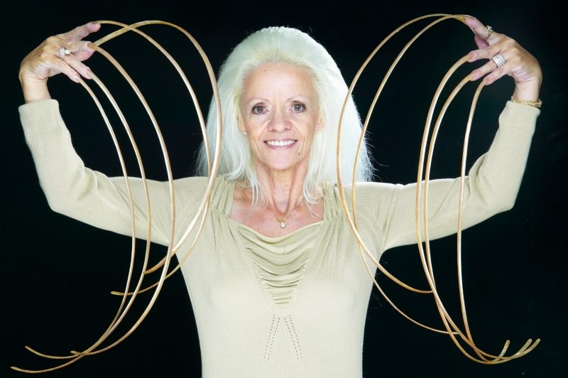 Người phụ nữ có móng tay dài nhất hành tinh
