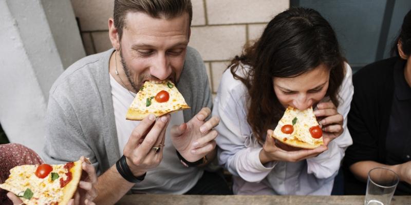 Hãy chọn một người bạn dễ ăn đi cùng bạn