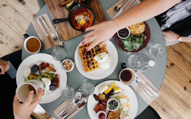 Người sành ăn sẽ giúp bạn khám giá mọi bí mật của ẩm thực nơi các bạn đặt chân tới