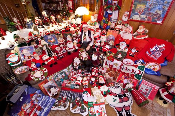 Người sở hữu nhiều hình ông già Noel nhất