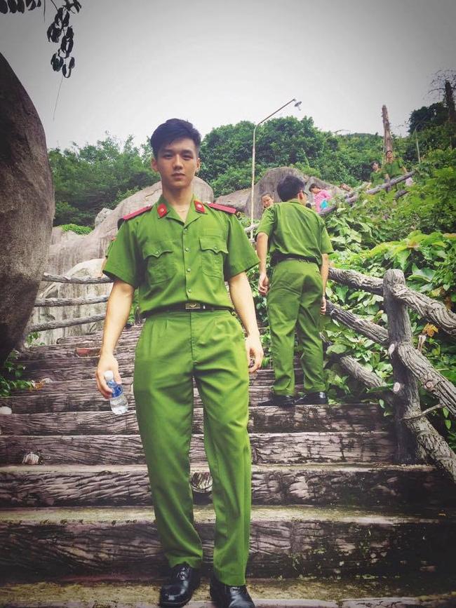 Dũng trong trang phục công an