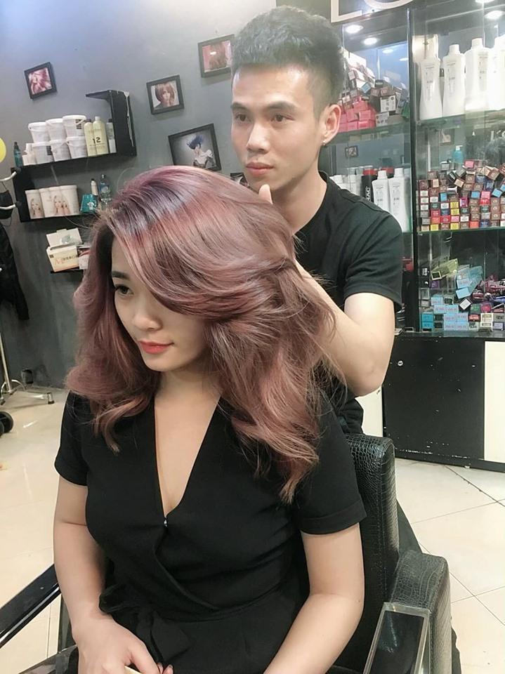Khi  nhuộm tóc tại Nguyễn Hair, bạn sẽ được đảm bảo tóc của bạn đẹp, bền màu, nhuộm xong tóc mềm mịn ngay cả khi về nhà