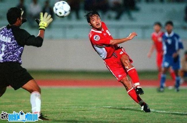 Huyền thoại bóng đá Việt Nam, Nguyễn Hồng Sơn.