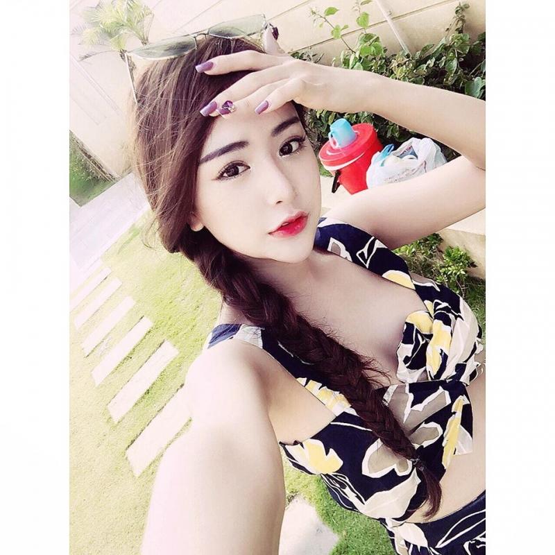 Huyền Trang có một gương mặt xinh xắn, ưa nhìn.