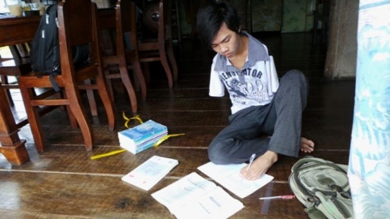 Nguyễn Minh Trí - chàng sinh viên không tay kiên cường