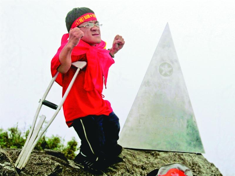 Nguyễn Sơn Lâm – chinh phục Phan xi păng bằng nạng gỗ