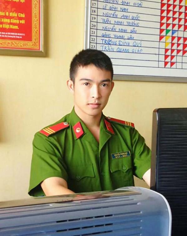 Chàng cảnh sát đẹp trai và rất thích làm tiếp viên hàng không