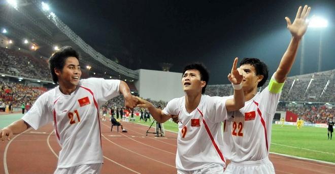 Những thành công cùng với đội tuyển quốc gia đã đưa Việt Thắng lên một tầm cao mới