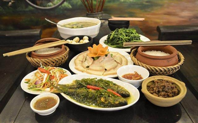 Cơm niêu cùng món cá sông nước giản dị ở Làng Nghệ