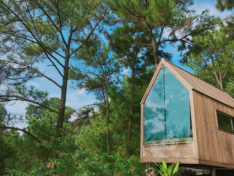 Nhà Bên Rừng là tổ hợp homestay có không gian mở hoà hợp với núi rừng