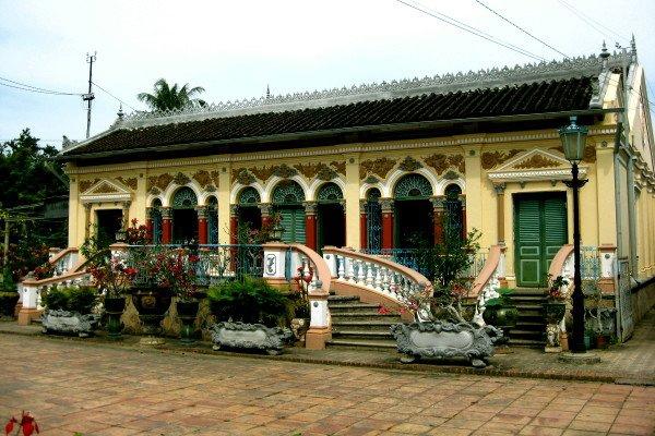 gian nhà chính được chụp bên ngoài