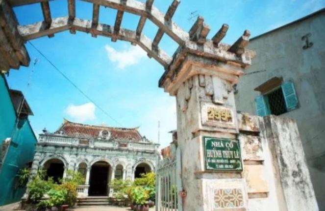 Cổng ngôi nhà cổ Huỳnh Thủy Lê