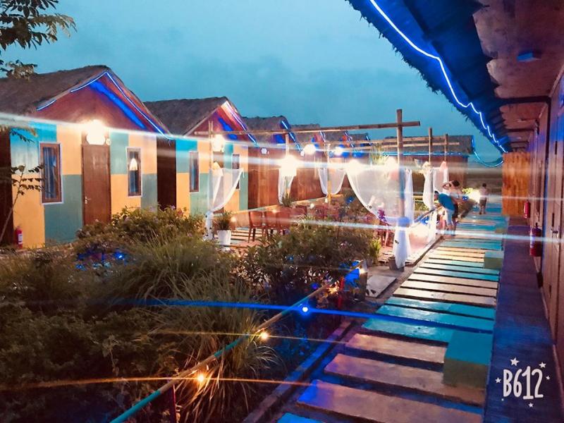 Nhà Gỗ  Bãi biển Hồng Vàn  Cô Tô