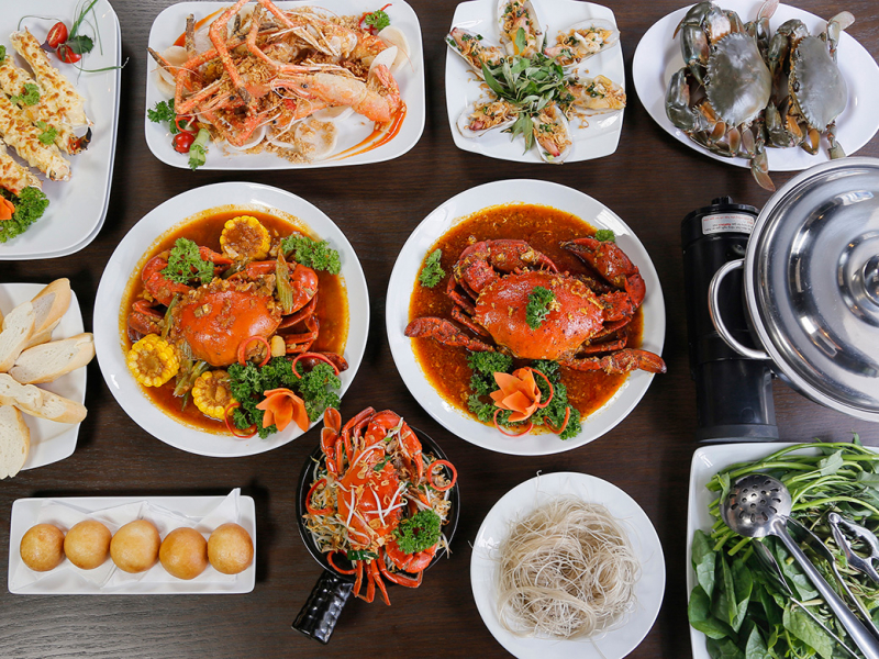 Coming to Queen's Crab, you will get lost in the paradise of 100 delicious crab dishes and seafood prepared with premium style with the essence of Vietnamese cuisine, Korean, Singapore, Hong Kong, ...