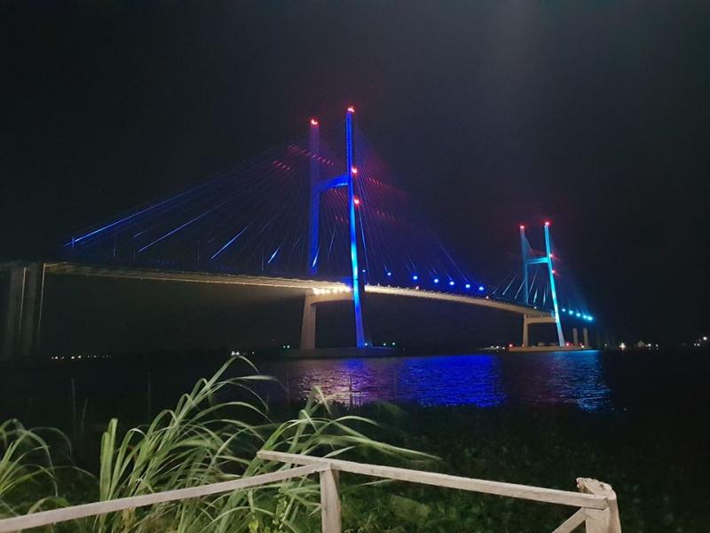 Cầu Cao Lãnh được chụp từ nhà hàng Ba Lúa