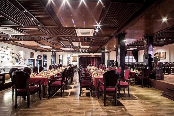 Buffet Việt này sở hữu không gian rộng rãi, thoáng đãng và thanh lịch