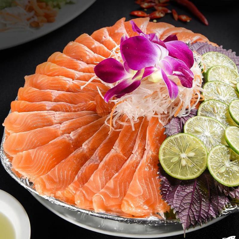 Nguyên liệu chế biến món ăn tại nhà hàng Cá Cử luôn đảm bảo tươi mới