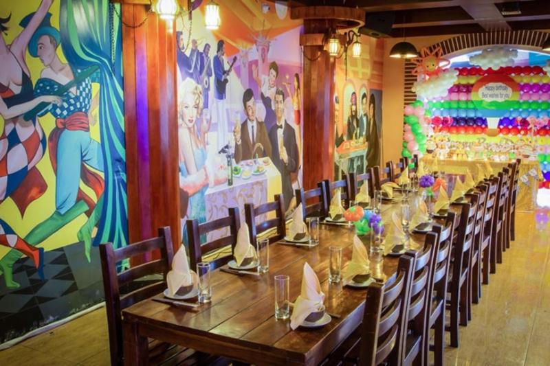 Không gian sang trọng ở Carnival phù hợp cho các bữa tiệc sinh nhật ấm cúng, trang trọng.
