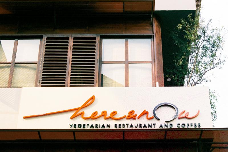 Nhà hàng chay Here & Now