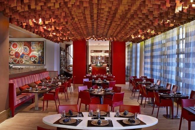 Không gian sang trọng tại nhà hàng cua đỏ