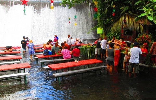 Nhà hàng dưới chân thác Labassin, Philippines