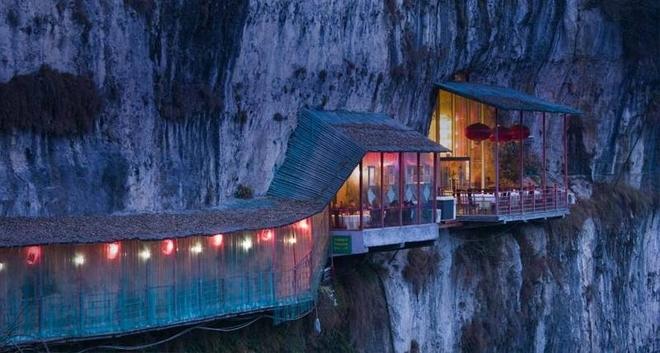 Nhà hàng Fangweng (Phóng Ông) gần hang Sanyou, sông Trường Giang, Hồ Bắc, Trung Quốc