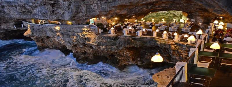 Nhà hàng Grotta Palazzese ở Bari, Italy