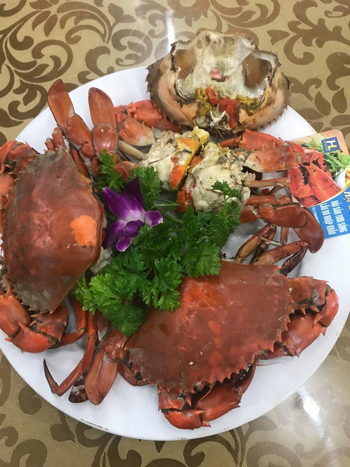 Các món ăn chính ở đây là hải sản từ tôm, cua, mực ghẹ, đảm bảo tươi ngon.