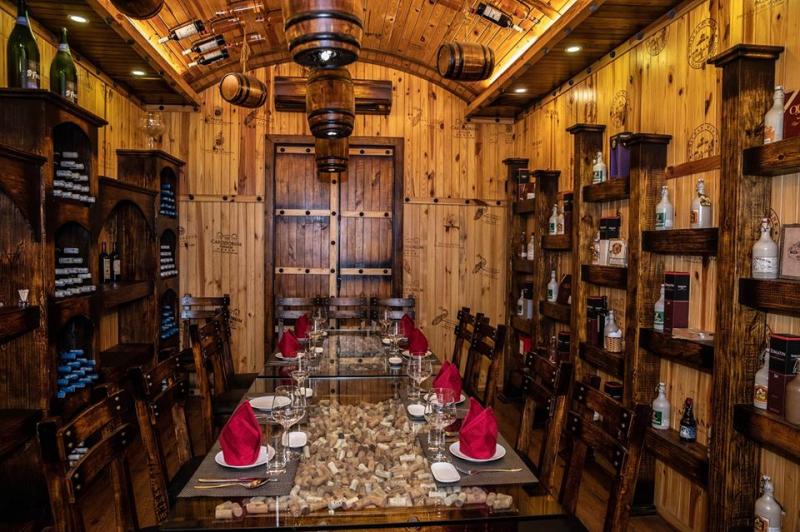Nhà Hàng Hầm Rượu Vang Huyền Thư ( Huyen Thu Winecellar & Steakhouse )