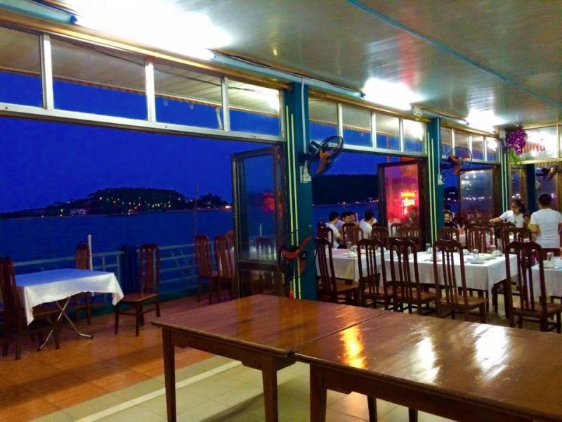 Không gian thoáng mát, rộng rãi ở nhà hàng Hồng Bàng