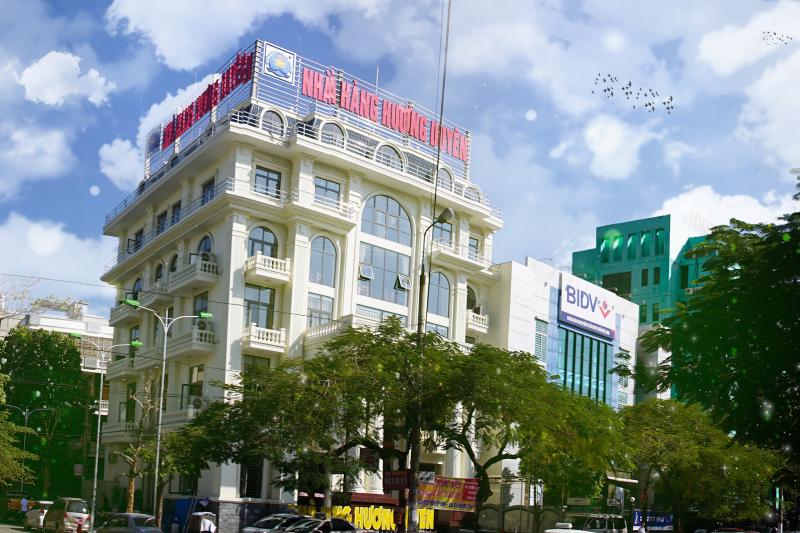 Mặt trước nhà hàng Hương Duyên