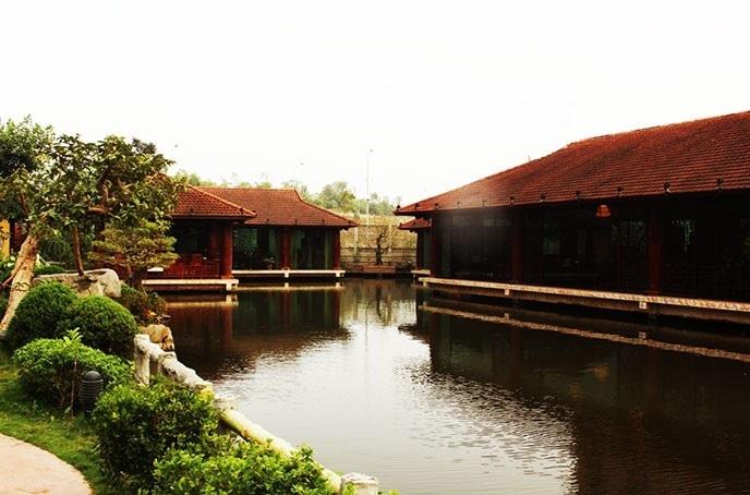 Nhà hàng Hương Quê là một trong những nhà hàng sinh thái đậm chất thiên nhiên ở Hà Nội