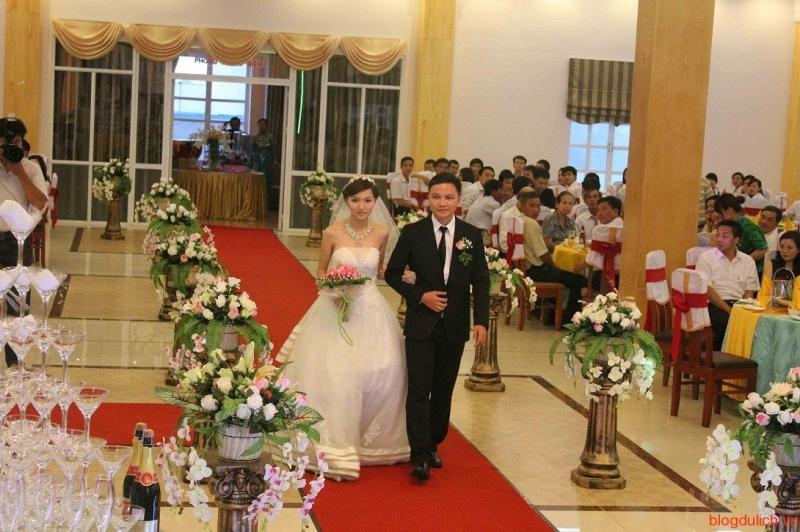 Tiệc cưới được tổ chức tại nhà hàng Hương Sen.