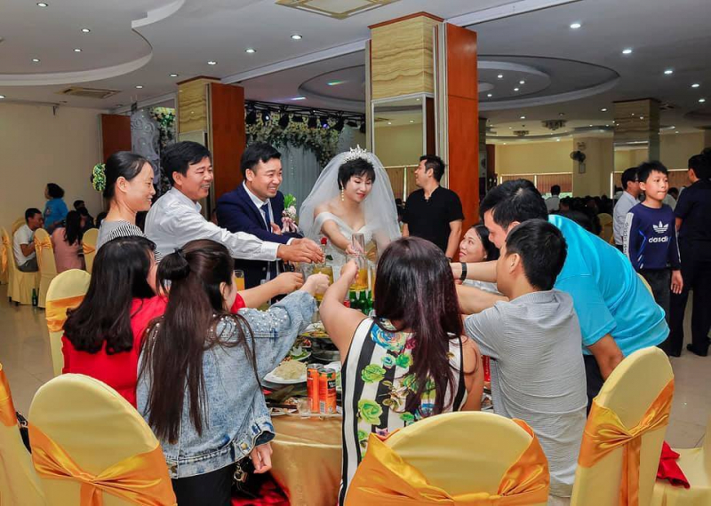 Nhà hàng khách sạn Phù Đổng