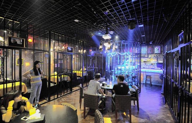 Nhà hàng kiểu trại giam ở Nhật Bản và Đài Loan.