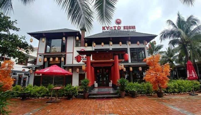 Kyoto Sushi tọa lạc ngay cạnh bờ biển Mỹ Khê xinh đẹp