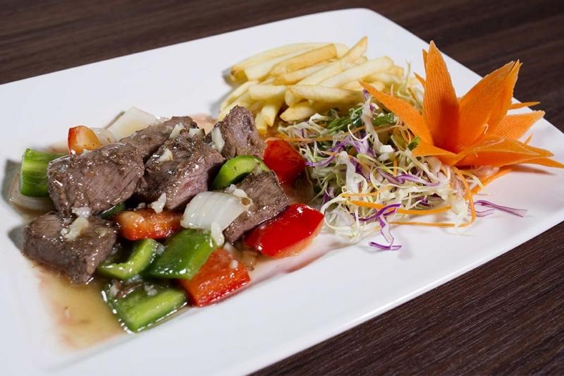 Thực đơn nhà hàng Lã Vọng vô cùng đa dạng với hơn 100 món ăn khác nhau