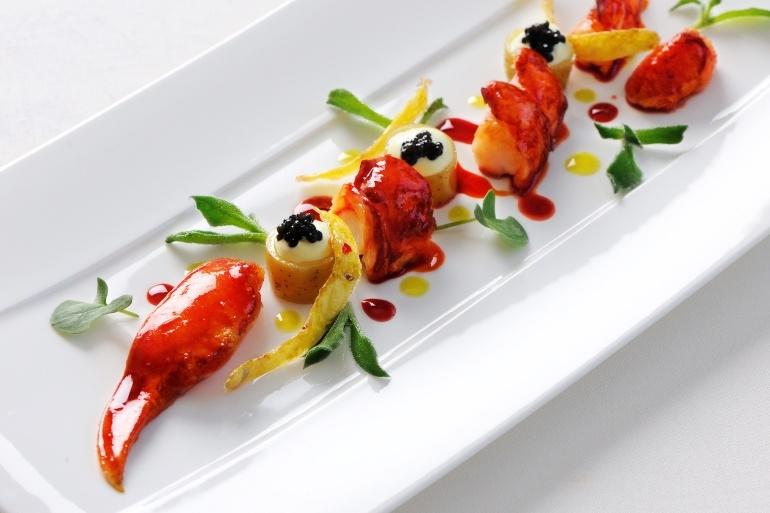 Toàn bộ các món ở đây đều được làm từ những nguyên liệu cao cấp bởi chef Sakal Phoeung
