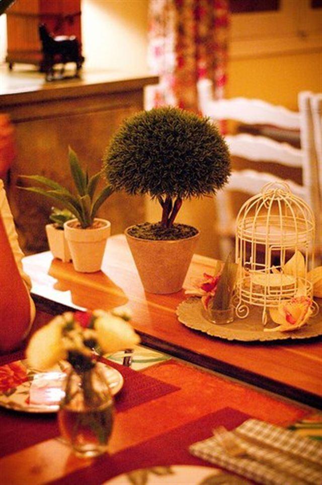 Bàn ăn được trang trí rất lãng mạn tại nhà hàng Le Jardin De Sao Mai