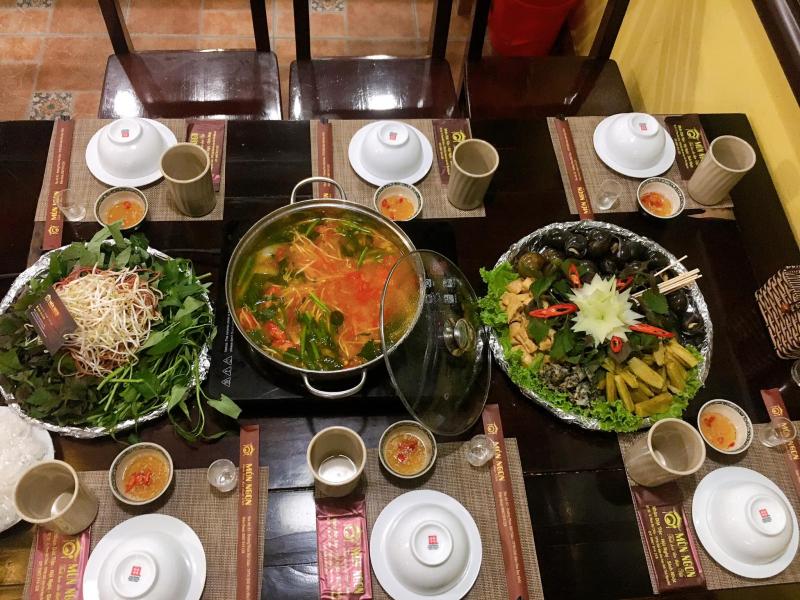 Menu đồ ăn siêu đa dạng, không chỉ những món ăn hàng ngày mà còn có thêm lẩu