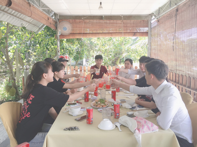 Nhà hàng nổi trên sông Mỵ Bp