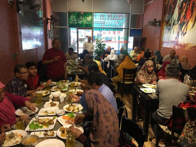 Đoàn khách Đạo Hồi dùng bữa trưa tại Nan N Kabab Đà Nẵng