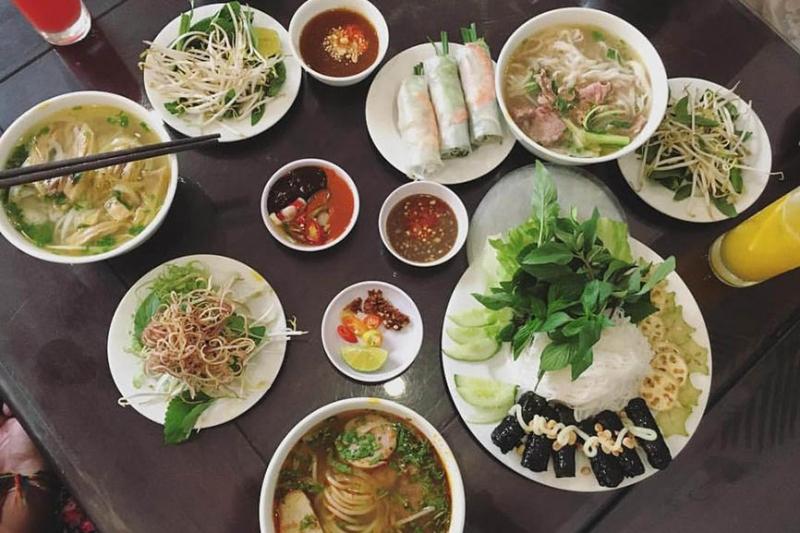 Một bữa ăn ở nhà hàng Ngon