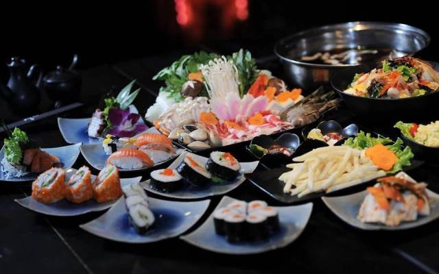 Hấp dẫn với nhiều loại sushi và sashimi