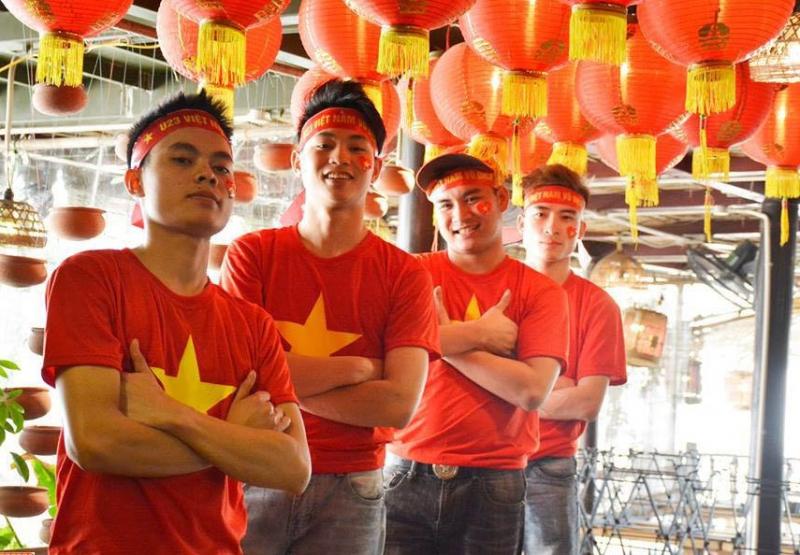 Nhà hàng Pao quán thường xuyên tổ chức những buổi xem bóng đá tại nhà hàng khi đội tuyển quốc gia Việt Nam thi đấu