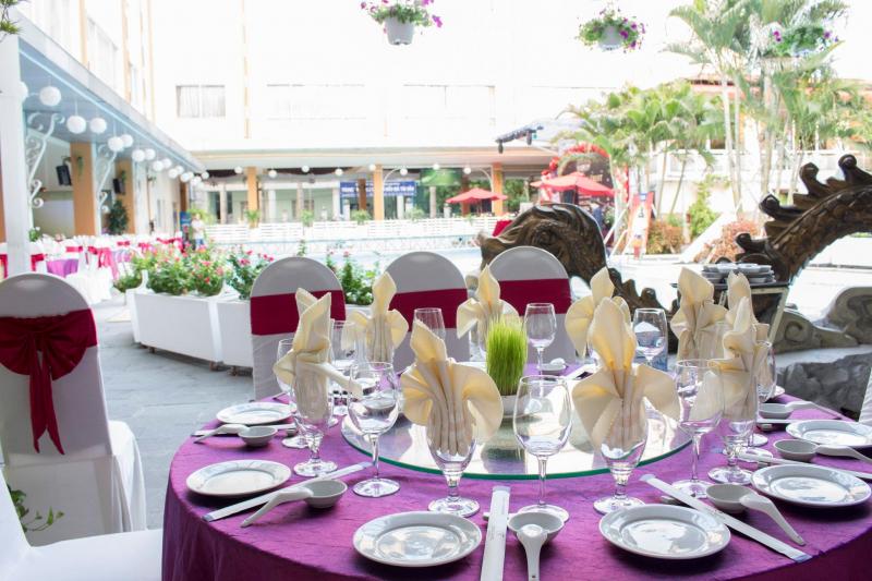 Nhà hàng Phố Nướng Đệ Nhất là nơi luốn khiến thực khách phải vấn vương bởi khung cảnh thoáng đãng, hữu tình