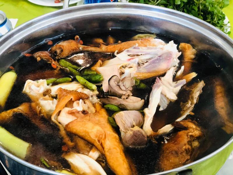 Lẩu gà nhà hàng Phương Nam