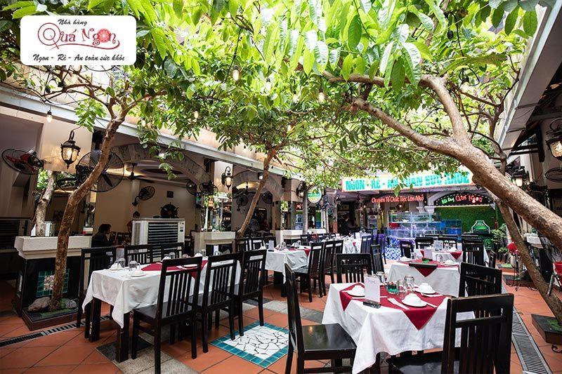 Không gian lịch sự, sang trọng của nhà hàng Quá Ngon